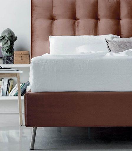 Kõrge peatsiga elegantne ja mugav voodi