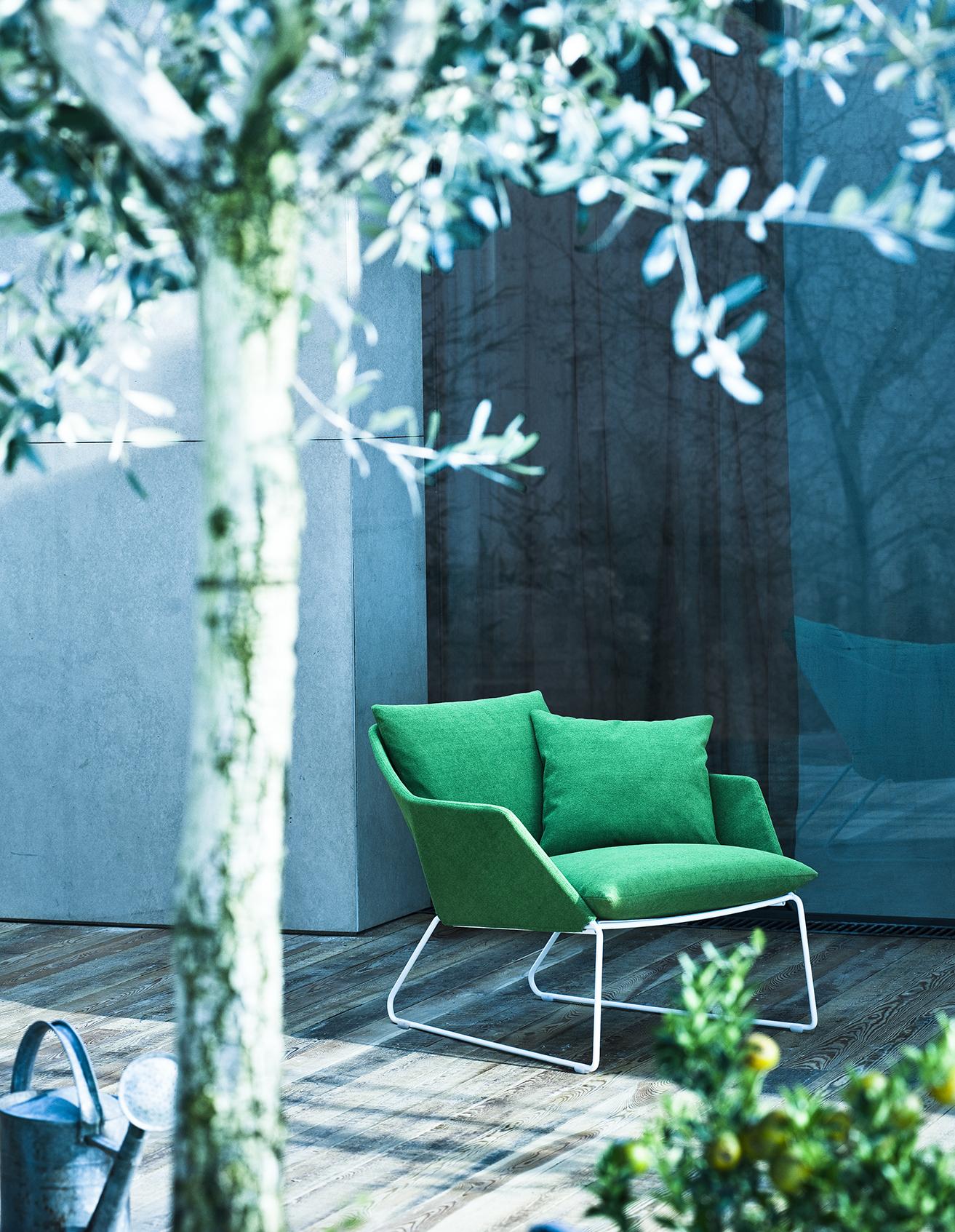 Roheline mugav õuetool terrassile või rõdule